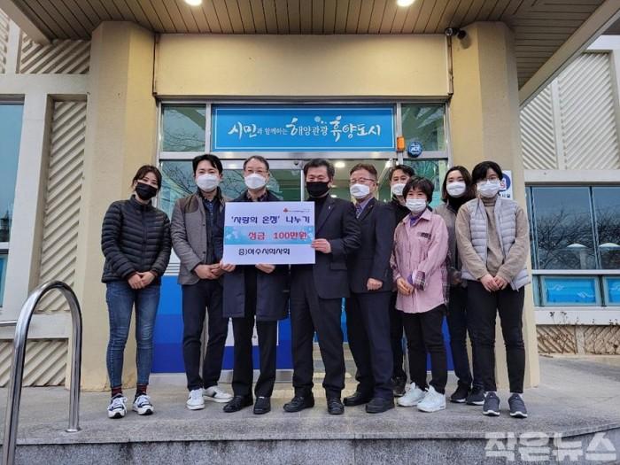 7. 여수시의사회, 돌산읍에 설맞이 '사랑의 온정' 전달.jpg